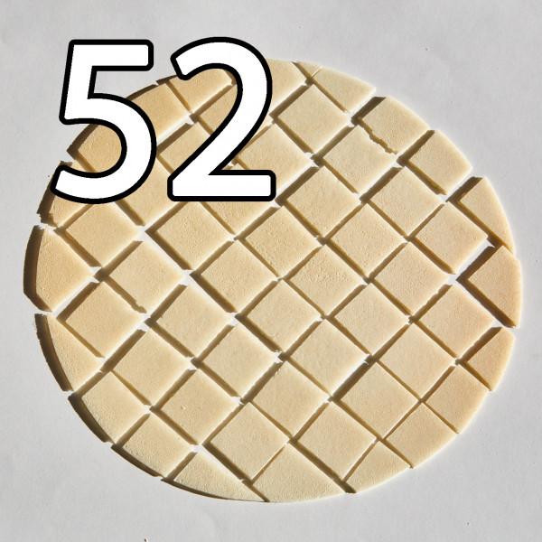 Grosse Brothostie 22,5 cm Durchmesser Sollbruchstellen für 52 Teile